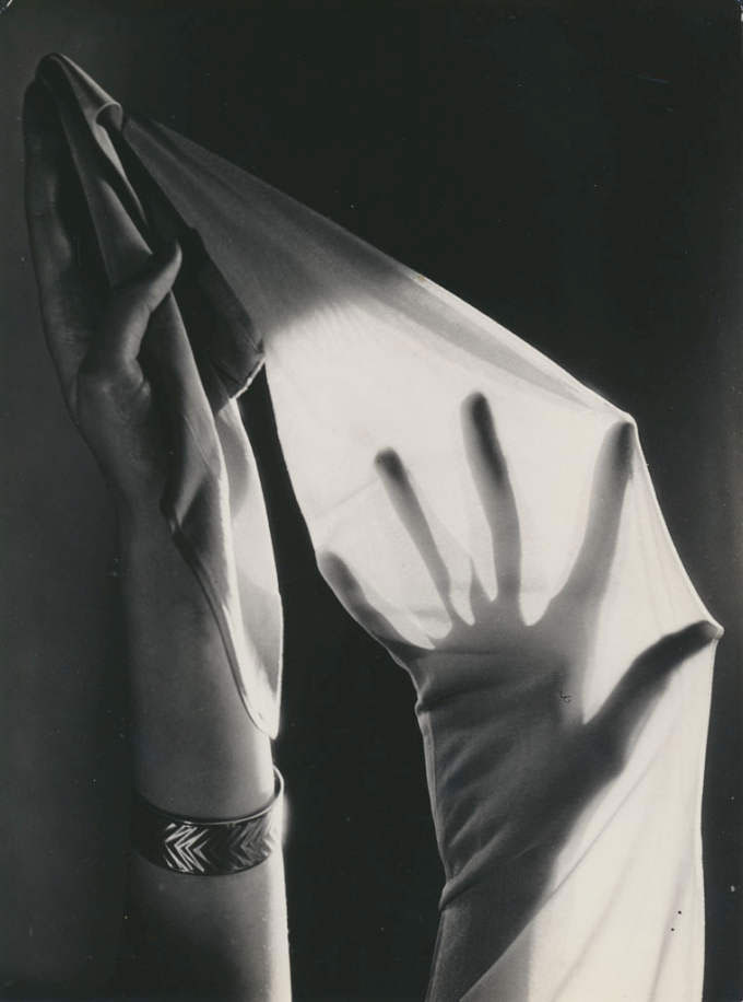 Untitled (Rogo-stockings), Ca. 1935, Gelatin Silver Print (ca. 1935), 22,9 X 17,1 (23,1 X 17,3) © Hein Gorny / Collection Regard