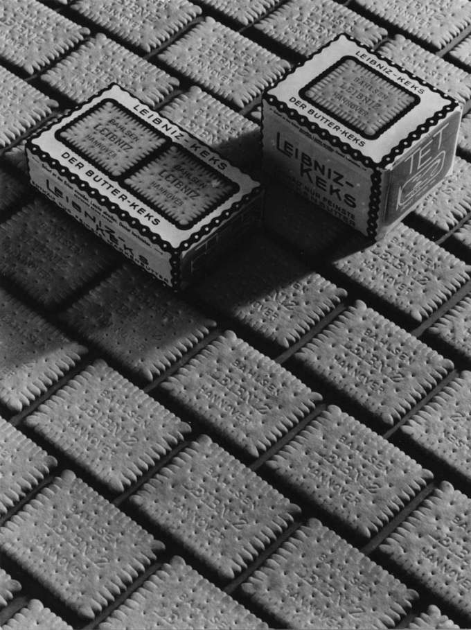 Untitled (Leibniz-cookies), Ca. 1934 - 1938, Gelatin Silver Print (2014), 26,8 X 11,7 (30,3 X 23,6) © Hein Gorny / Collection Regard