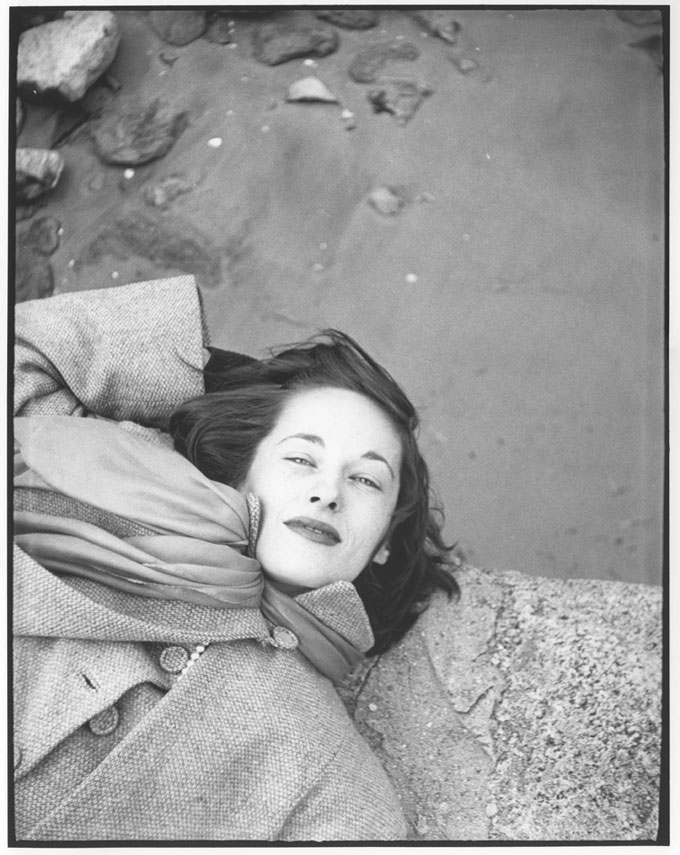 Saul Leiter, Kim, Sunday Morning At The Cloisters, C 1947, Gelatin Silver Print, 35 X 28 Cm © SaulLeiterFoundation