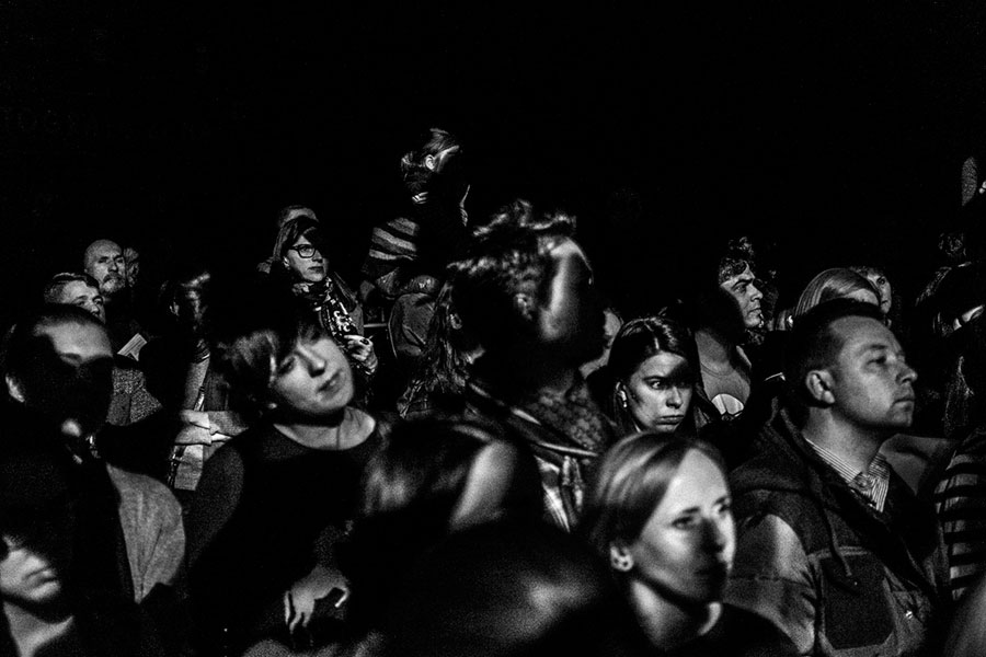 """""""Audience"""" From The Series """"How Is Life?"""", 2016 © Hannes Jung"""