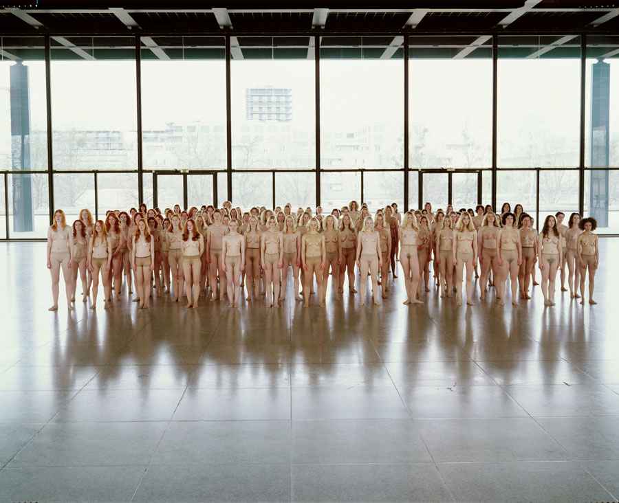 Vanessa Beecroft, VB55 - Performance, 2005, VB55.004.NT, Neue Nationalgalerie, Berlin, 2005 © Vanessa Beecroft