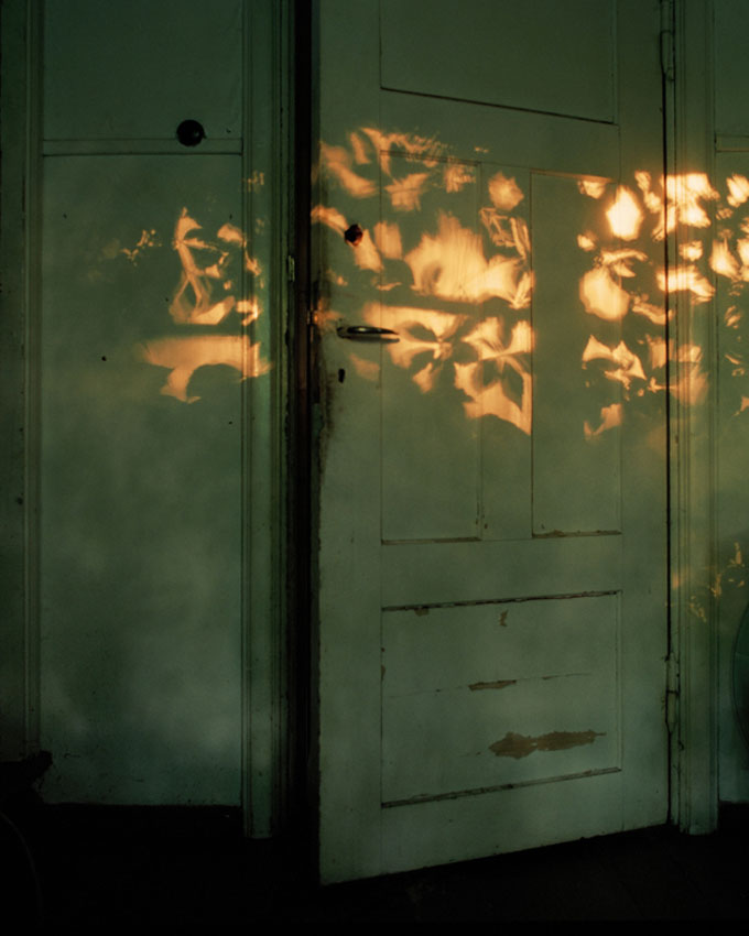 Ida Pimenoff, Untitled (Door), From The Series A Shadow At The Edge Of Every Moment Of The Day, 2010, C-print © Ida Pimenoff / Courtesy Kehrer Galerie