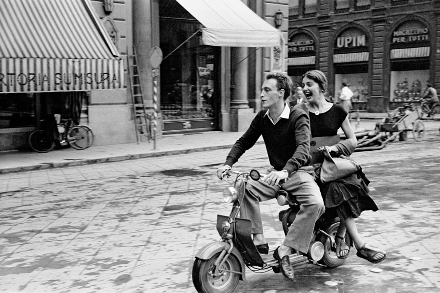 Jinx And Justin On Scooter, Florence, Italy, 1951. © Orkin/Engel Film And Photo Archive; VG Bild-Kunst, Bonn 2021