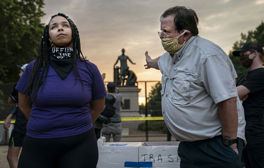 Emancipation Memorial Debate © Evelyn Hockstein, United States, For The Washington Post